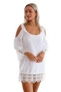 Robe de plage blanche au crochet aux épaules libres
