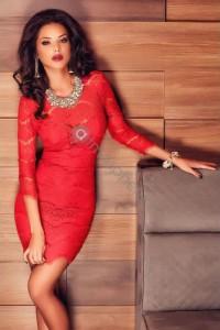 Robe rouge velours et dentelle