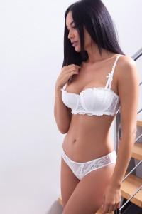 Ensemble lingerie soutien-gorge corbeille et culotte en voile et en dentelle, blanc