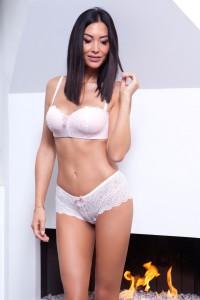 Ensemble lingerie soutien-gorge bustier et shorty tanga en dentelle, blanc et rose clair