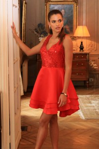 Robe patineuse rouge avec sequins
