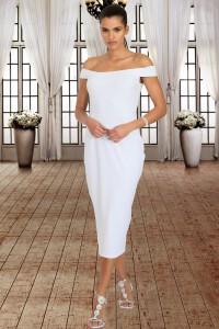Robe mi-longue blanche épaules dénudées