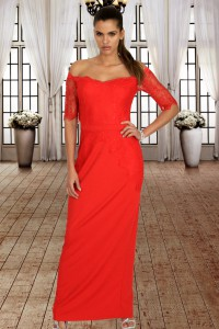 Robe longue à manches courtes en dentelle rouge et épaules dénudées