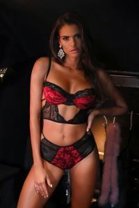 Ensemble lingerie velour noir et rouge