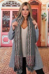 Echarpe en laine avec des pompons