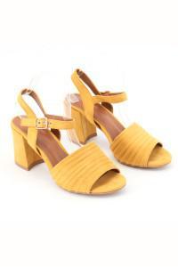 Sandales à talons jaunes