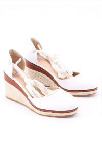 Sandales blanches à talons compensés