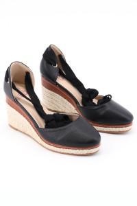 Sandales noires à talons compensés
