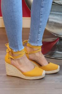 Sandales jaunes à talons compensés