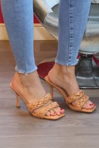 Sandales camel à talons