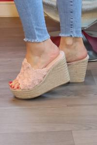 Sandales roses compensées