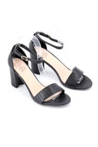 Sandales à talon noire