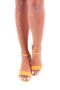 Sandales à talon jaune