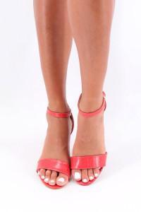 Sandales à talon rouge