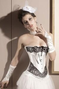 Ensemble corset et string en satin avec dentelle